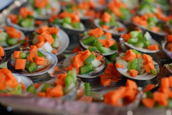 Clams with carrot, celery and pepper