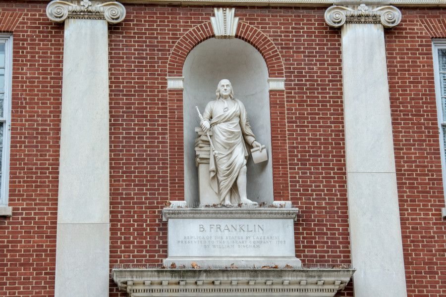 A statue of Benjamin Franklin in an alcove in the side of the American Philosophical Society.