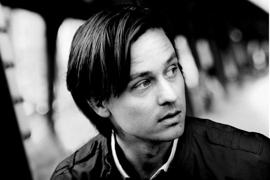 Practice German with film. Actor Tom Schilling in A Coffee in Berlin.
