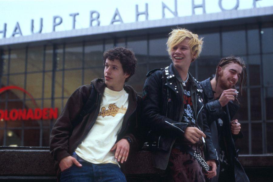 Practice German with the film Engel and Joe starring actor Robert Stadlober.