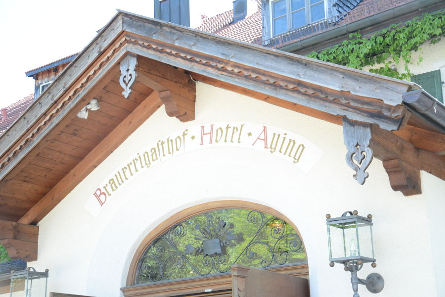 Details on the Brauereigasthof Hotel Aying building.
