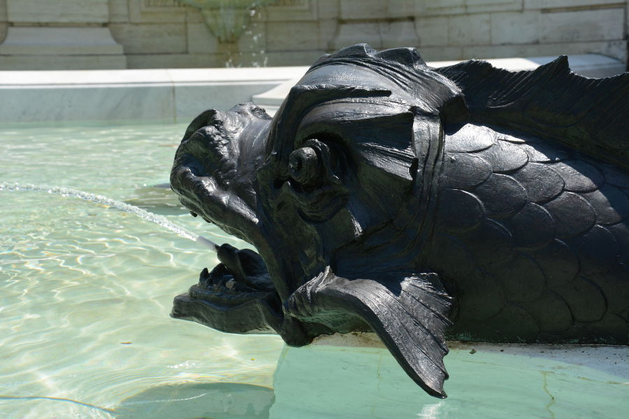 A fish water fountain at Nemours.