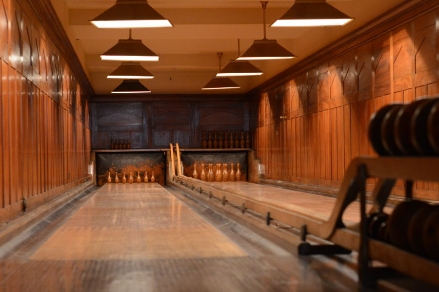 The bowling and duckpin allies in Nemours.