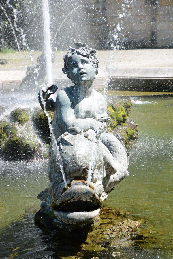 Putti Fountain at the Friedensengel seen up close.