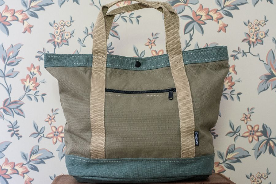 Review of the Keokee Tote Bag with travel organizer.