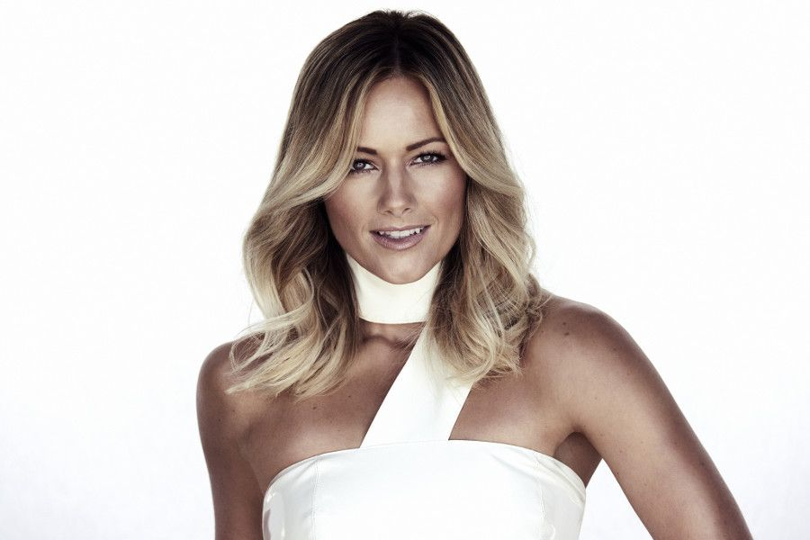 Learn German with the music of pop singer Helene Fischer!