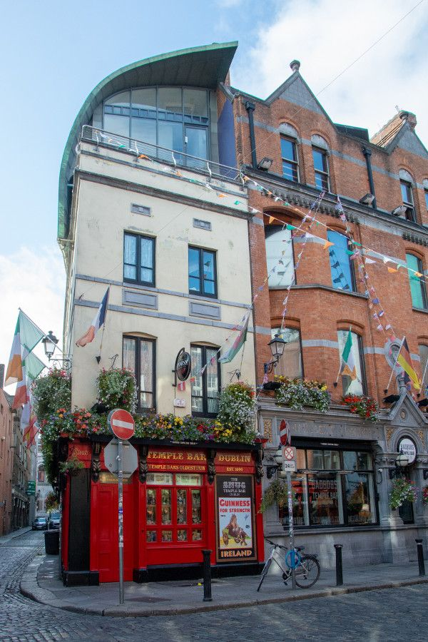 Temple Bar pub in Dublin, Ireland.