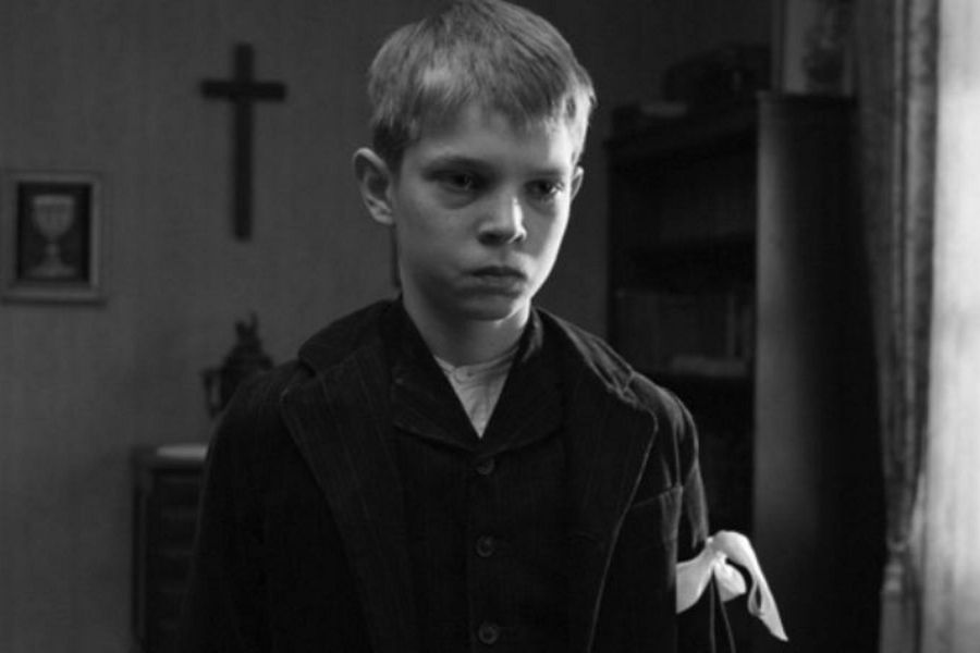 Learn German with director Michael Haneke's film The White Ribbon.