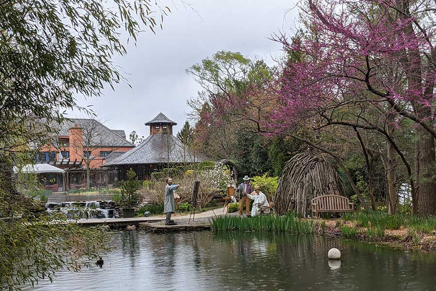 New Jersey sculpture garden offers realistic-looking painters.