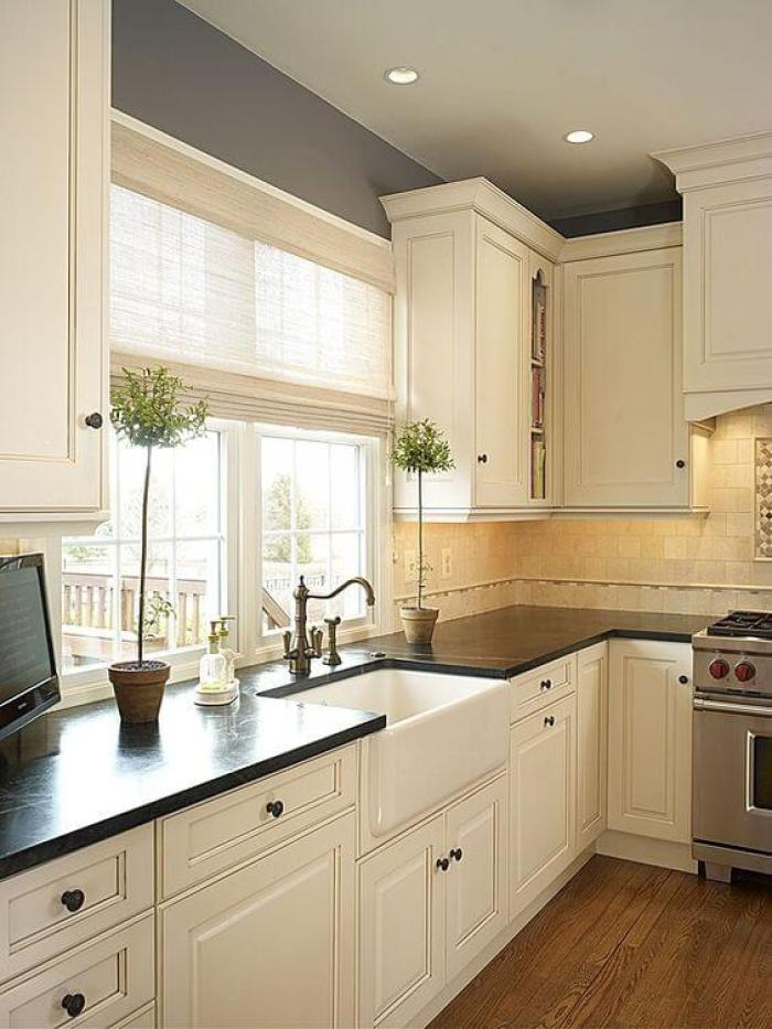 25 antique white kitchen cabinets ideas that blow your for Best paint colors for black and white kitchen