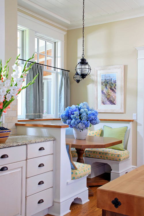 Shingle Style Cottage Breakfast Nook