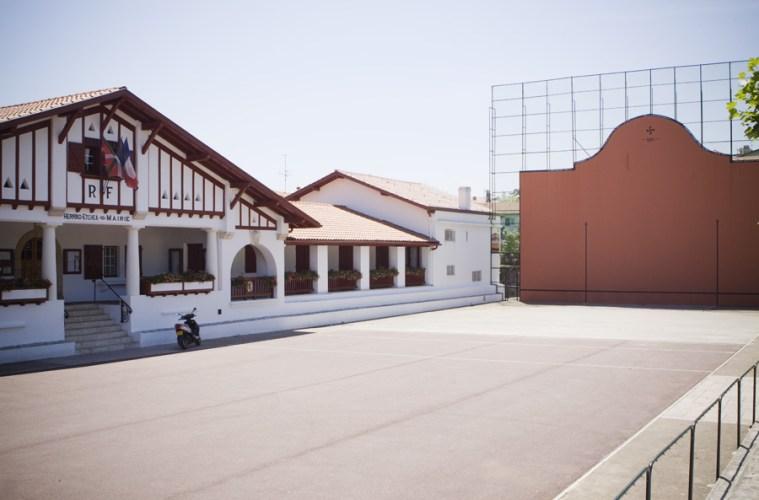 La Mairie de Guéthary avec son fronton