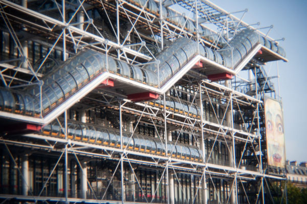 Beaubourg à Paris pris avec Holga photo vintage