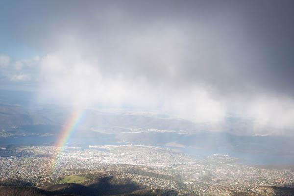 Arc-en-ciel sur Mount Wellington à Hobart en tasmanie