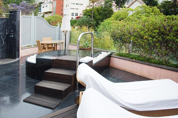 Reid's Palace Funchal : terrasse privative avec jacuzzi