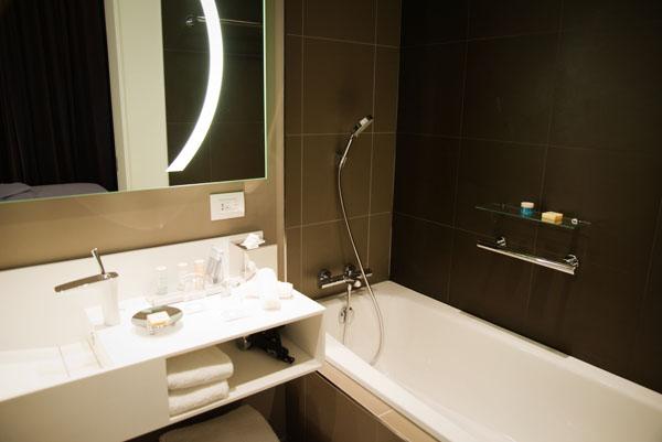 Radisson BLU Nantes - Chambre Junior, la salle de bain