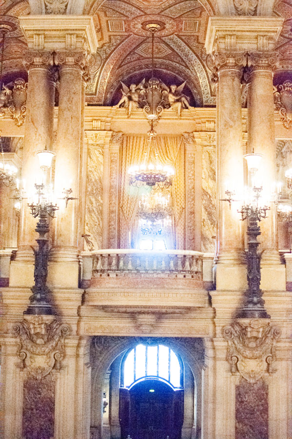 Le Grand escalier du Palais Garnier à Paris