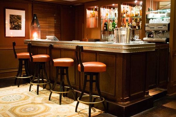 Bar de l'hôtel Les Etangs de Corot
