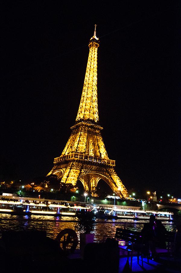 Apéro sur le pont du VIP Yacht Paris hotel