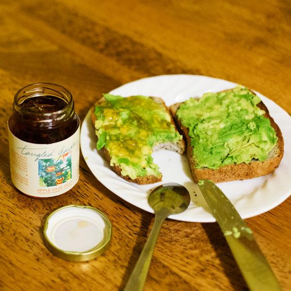 Avocado toast avec gelée de tangled garden