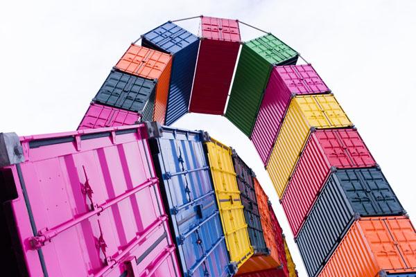 Catène de containers de Vincent Ganivet
