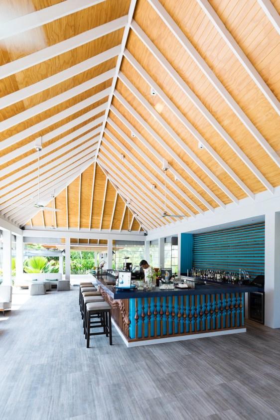 Dhigali Maldives bar East