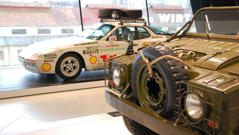 teránní offroad Porsche a 944 upravená pro rally