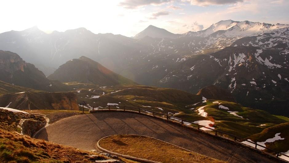 Stará silnice vedoucí na vrchol k Edelweißhütte