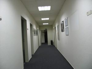 Leerer Redaktionsflur, 3. Etage (Foto: Bernd Berke)