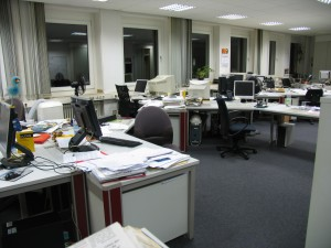 Die leere Nachrichten- und Politik-Redaktion (Foto: Bernd Berke)