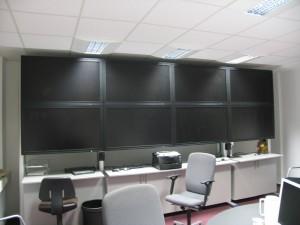 Die Bildschirmwand, nunmehr abgeschaltet (Foto: Bernd Berke)