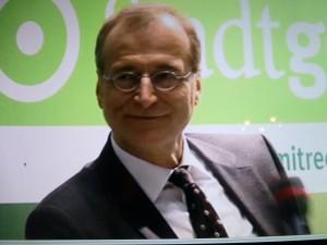 Christian Nienhaus, Geschäftsführer der WAZ-Mediengruppe, beim WDR-Stadtgesprräch (Screenshot vom Livestream des WDR)