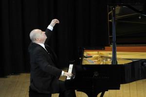 Große Geste: Pianist Boris Bloch. Foto: KFR/Mohn