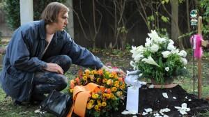 """Lars Eidinger als Transsexuelle Amandine in """"Polizeiruf 110"""". (Foto: BR/ARD/Kerstin Stelter)"""