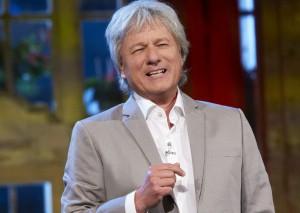 Streifzug durch die Kunsthistorie: Kabarettist Jürgen Becker (© WDR/ZDF/Annika Fußwinkel)