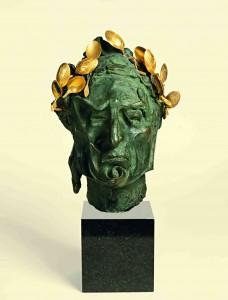 "Salvador Dalí: ""Kopf Dante"" (1964), Bronze, grünlich patiniert, vergoldete Silberlöffel auf Marmorsockel (Lehmbruck Museum, Duisburg - © VG Bild-Kunst, Bonn / Foto: Britta Lauer)"