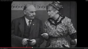 """Heidi Kabel und Henry Vahl in """"Tratsch im Treppenhaus"""" (Screenshot aus: http://www.youtube.com/watch?v=wYW4Area2kg)"""