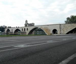 Die halbe Brücke von Avignon. (Foto: Hans H. Pöpsel)
