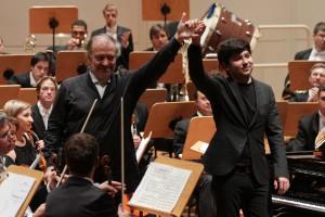 Valery Gergiev (l.) und der Pianist Behzod Abduraimov (Foto: Petra Coddington/Konzerthaus Dortmund)