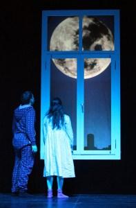 Peter und Anna träumen vom Mond... Foto: Birgit Hupfeld