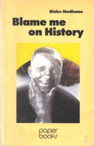 """Bloke Modisanes bekanntestes Buch """"Blame me on History"""" (deutsch: """"Weiß ist das Gesetz"""")"""