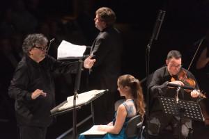 """René Jacobs dirigierte Haydns """"Schöpfung"""". Rechts neben ihm die Sopranistin Sophie Karthäuser (Foto: Wonge Bergmann/Ruhrtriennale)"""