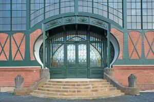 Portale der Maschinenhalle nach der Restaurierung: Portal im Südgiebel