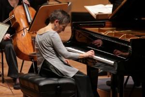 Maria João Pires versenkt sich tief in die Musik (Foto: Petra Coddington/Konzerthaus Dortmund)