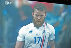 Islands Kapitän Aron Gunnarsson, abgeknipst vom ZDF-Fernsehbild.