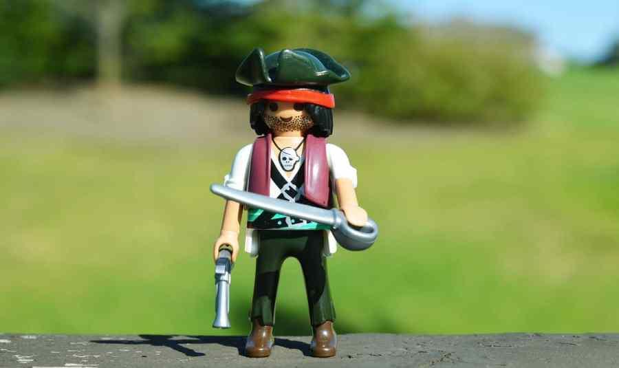 Imagem de uma mini figura de pirata.