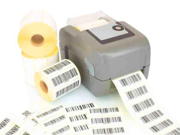 Imagem de uma impressora portátil carregada com papel de etiquetas.