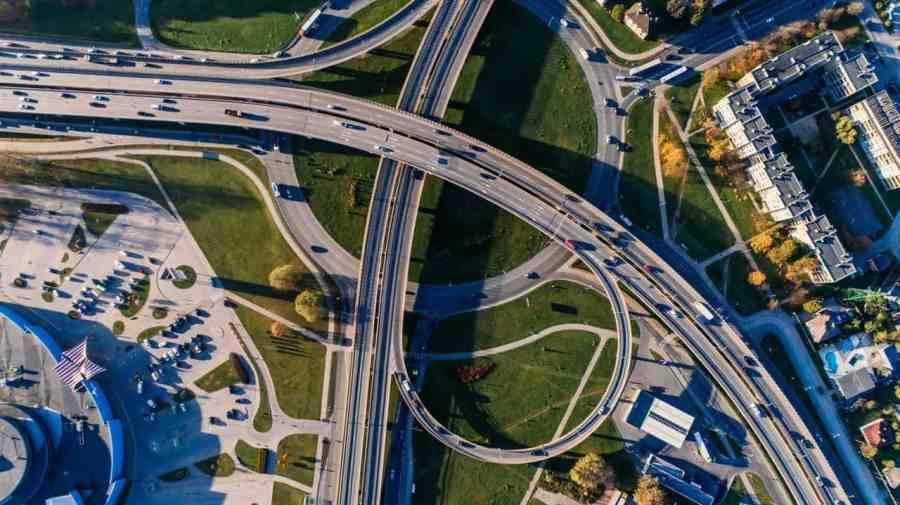 Imagem de uma vista aérea fotografada por um drone.