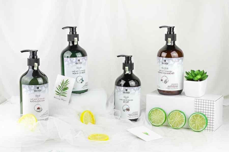 Imagem de vários frascos de shampoos.