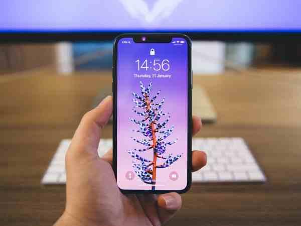 Imagem de um iPhone X.